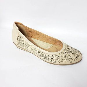 Earth  Celeste Biscuit Slip On Flats Shoes Cream 9